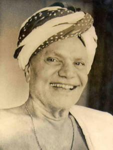 A smiling Mota Maharaj
