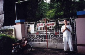 Entrance of Surat Ashram - Robin at the gate